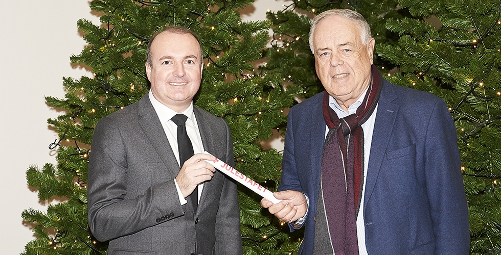 Michael Grosbøl receives Red Cross' Christmas baton