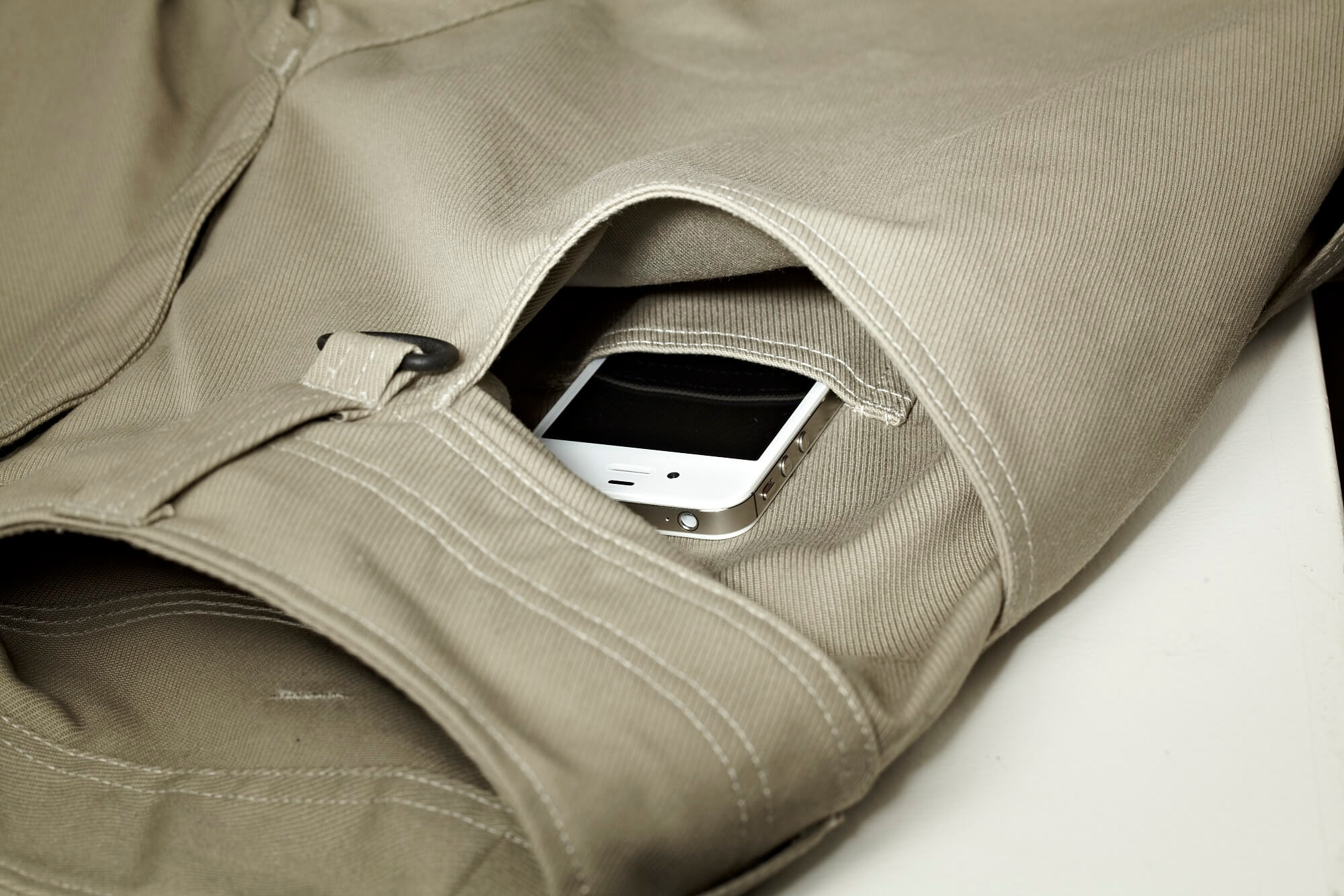 Spacious front pockets - one with easily accessible telephone pocket. - MASCOT® UNIQUE